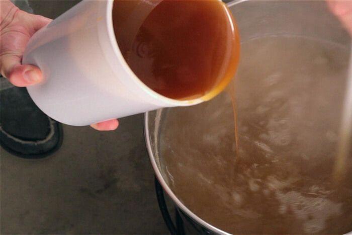 Так выглядит жидкий солодовые экстракт для пивоварения.