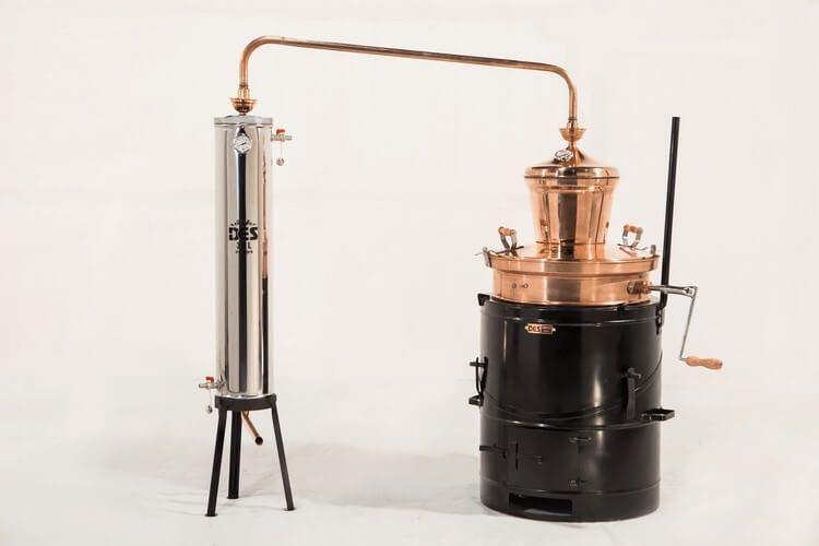 Самогонный аппарат Desstill как пример современного дистиллятора из меди.